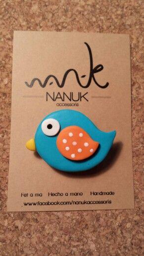 Broche pajarito azul de NANUK accessoris. Complemento original para lucir en una americana, camisa vaquera, bolso... www.facebook.com/nanukaccessoris