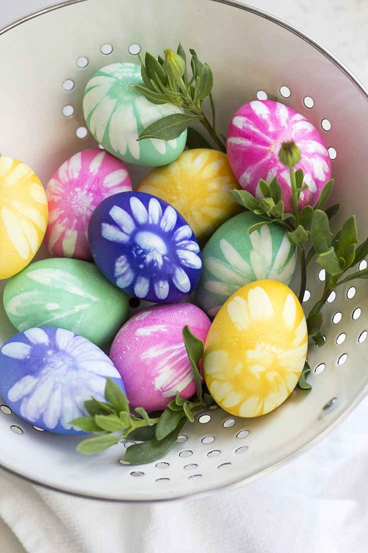 How to dye Easter Eggs with flowers from your garden and traditional egg dying techniques.