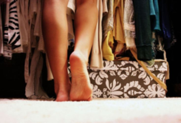Discover the ultimate list of wardrobe essentials every college girl should have in her closet. The ultimate guide to clothes for college.