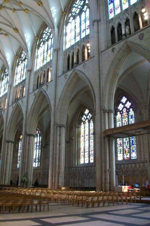 York Katedrali İngiltere'nin en büyük katedrallerinden biri ve kuzey Avrupa'nın en büyüğü. Bizimde içini gezme fırsatı bulduğumuz bu katedral gerçekten görkemli...Daha fazla bilgi ve fotoğraf için sitemizi ziyaret edebilirsiniz; http://www.geziyorum.net/york/
