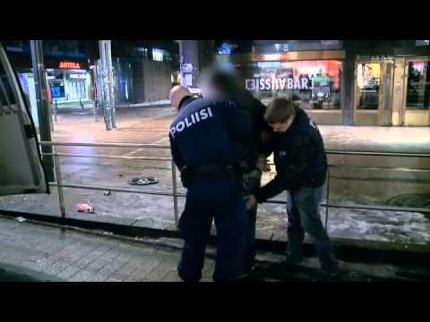 Lainvalvojat - Mamut vs. Poliisit