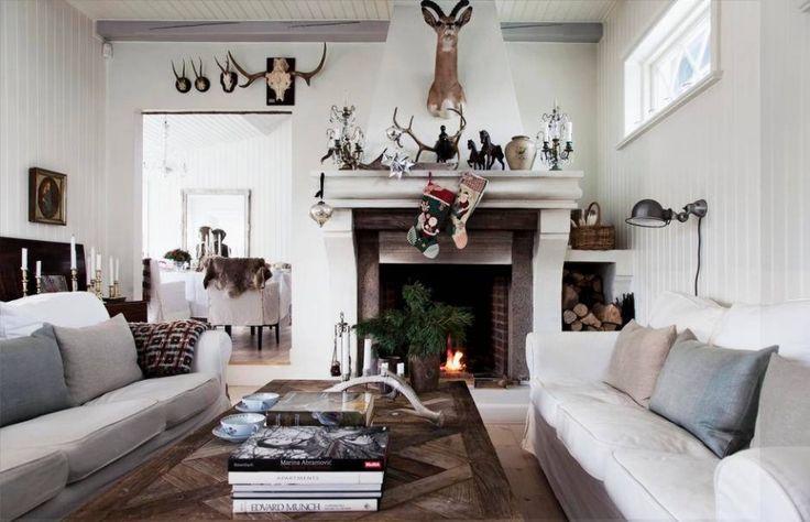 Новогодний декор загородного дома в Дании http://goodroom.com.ua/mag/novogodnij-dekor-zagorodnogo-doma-v-danii/  Рождество и Новый год — семейные праздники. Уже за неделю до самого главного праздника в году Генриетта Хегора превращает свой датский коттедж в самом сердце гор в хижину в американском стиле. Предлагаем вам познакомится с этим процессом поближе.  #Living_Room #Interiors #Christmas #Interiors