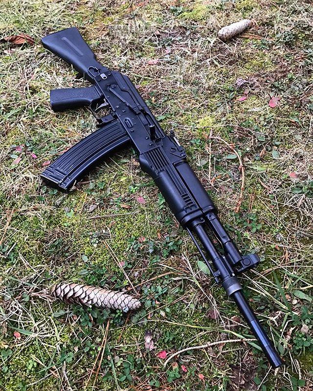 Metal Tantal mags look weird in other 74s. I kinda like it! Also, it's stupid that the ATF makes me keep that long ugly barrel sticking out until they tell me it's okay to cut it. 🖕😤🖕 #allbakeliteeverything #ak #akm #ak47 #ak74 #kalash #kalashnikov #kalashlife #dailykalashnikov #daily_kalashnikov #akfanatics #калаш #калашников #калашникова #guns #gunchannels #blackrifle #rifle #dailyrifle #545x39 #ak105 #clone #bulgarian #arsenal #2ndamendment #2a #repealthenfa #bantheatf #sickguns
