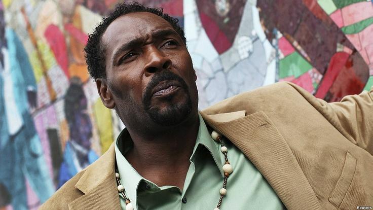 Muere Rodney King, símbolo de los disturbios raciales de Los Ángeles.
