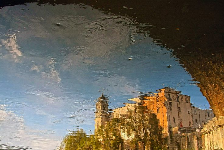 chiesa di san Francesco di Paola riflessa nel fiume Crati,a Cosenza