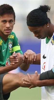 Neymar & Ronaldinho---------------2 great Brazilian Strikers