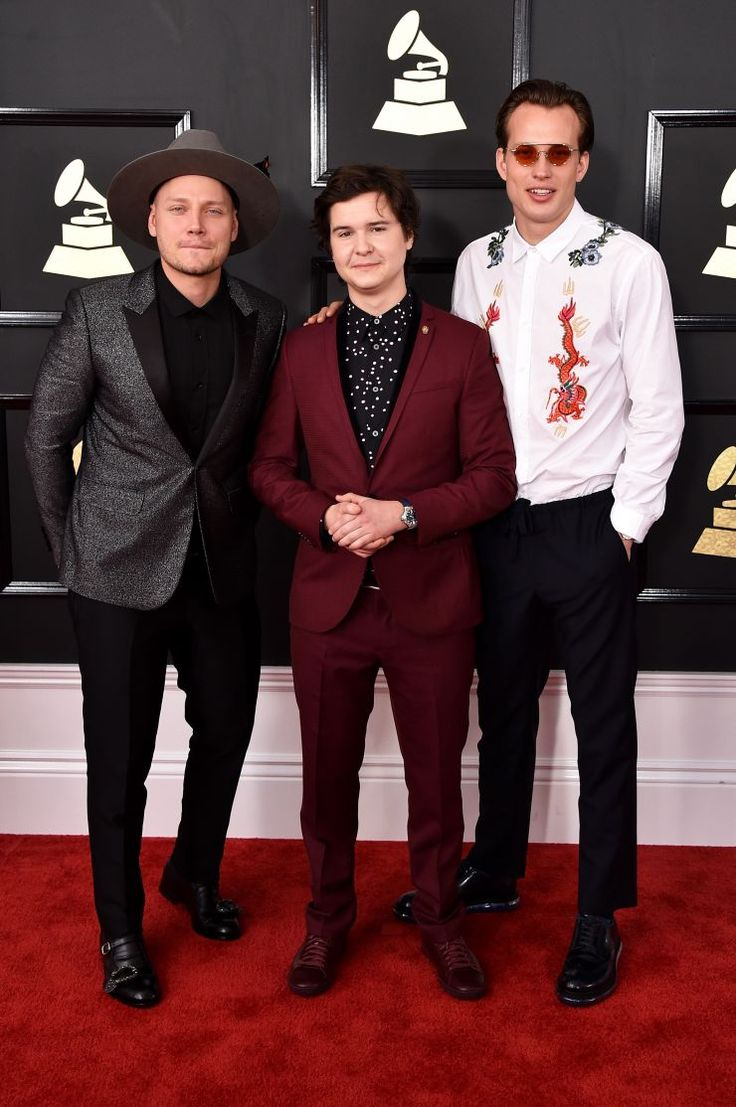 Grammys bring exceptional performances, fashion, and nominees. #GRAMMYs #GeorgeMichael #Prince #Adele #Beyonce #GRAMMYMoments #4Chionstyle — with Lukas Graham
