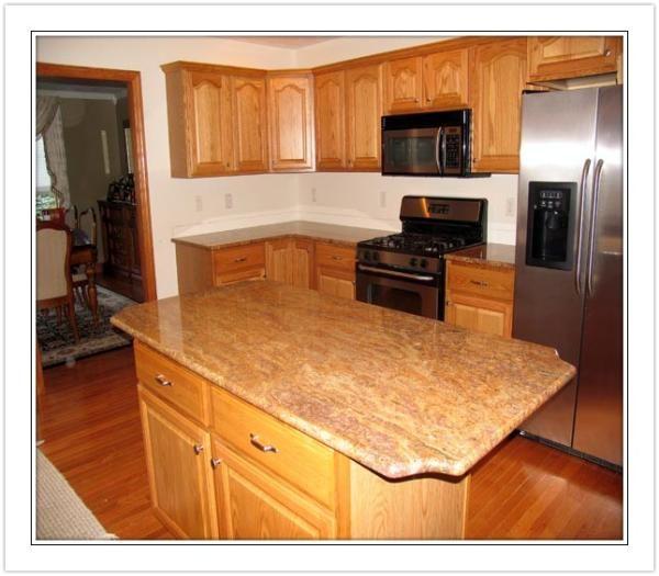 <3 Custom Marble & Granite: Madura Gold #Granite Island on Light Oak Cabinets. #kitchen