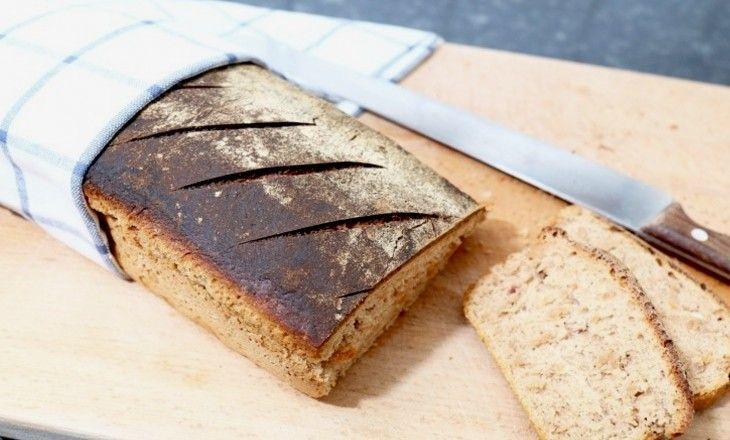 Ett saftigt och smakrikt matbröd med filmjölk och lingon som är suveränt gott både till frukost, mellanmål och kvällsmacka.