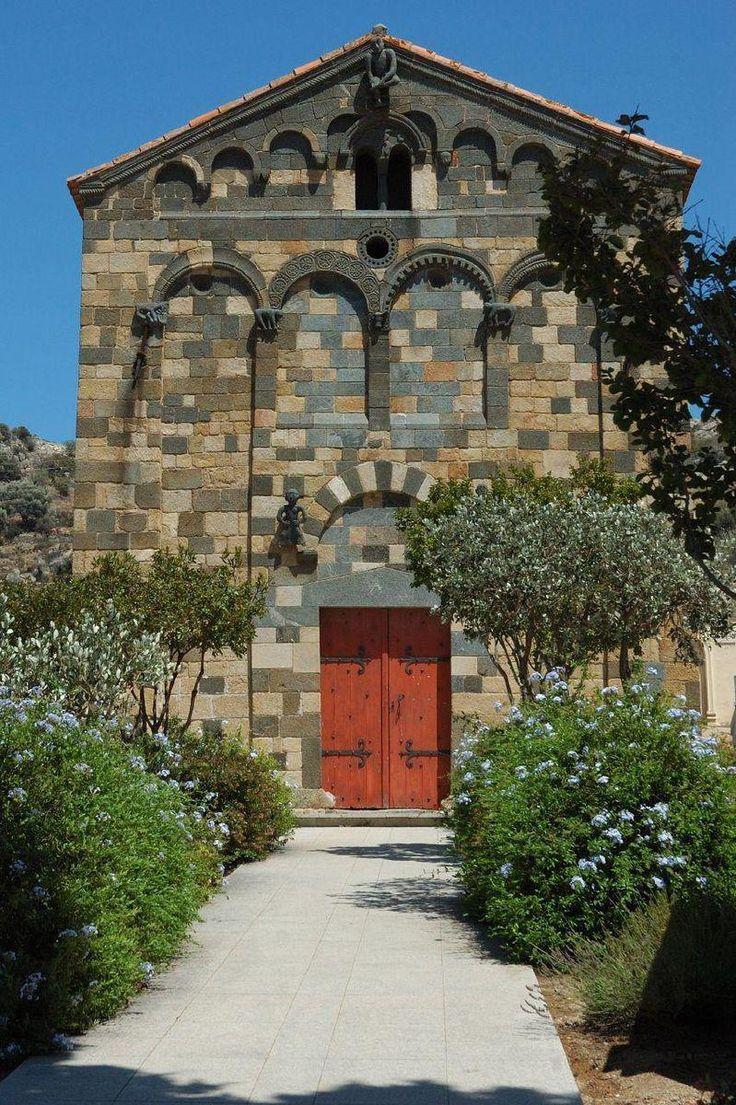 Église de La Trinité d'aregno//Aregno est une commune française située dans le département de la Haute-Corse, en région Corse.