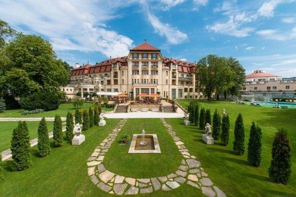 Spa Piešťany.  Hotel Thermia Palace je nositeľom značky Danubius Classic Collection, symbolizujúcej jedinečnú atmosféru, vysokú kvalitu...