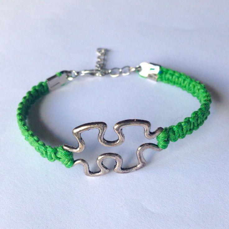 Braccialetto regolabile con tessera del puzzle e cordoncino cerato verde smeraldo intrecciato a mano , by La piccola bottega della Creatività, 6,90 € su misshobby.com