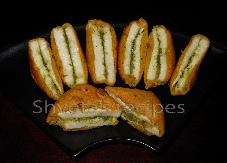 Paneer Pakora (Cheese fritters)   http://recipes.sandhira.com/paneer-pakora.html