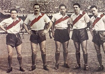 La Máquina.  La década del 40 es considerada una de las mejores épocas futbolísticas de River Plate, consagrándose campeón en 1941 con 44 puntos, 1942 con 46 puntos, en 1945, y subcampeón en 1943 y 1944. Por esta época la delantera de River recibió el nombre de La Máquina. La misma estaba formada por Juan Carlos Muñoz, José Manuel Moreno, Adolfo Pedernera, Ángel Labruna y Félix Loustau.