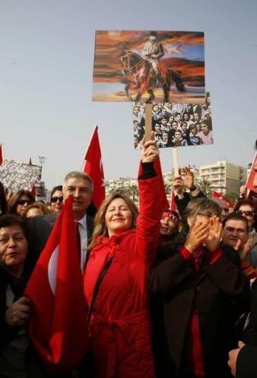 AtaTÜRKİYE'nin Özgür ve Çağdaş Kadınları her zaman en önder ve en ileri !