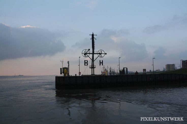 Bremerhaven, eine Stadt, dessen Innenstadt mir nicht so besonders gefiel. Die Gegend rund um den Hafen allerdings gefiel mir gut. Und dann hatten wir auch noch das Glück bei Sonnenuntergang dort zu…