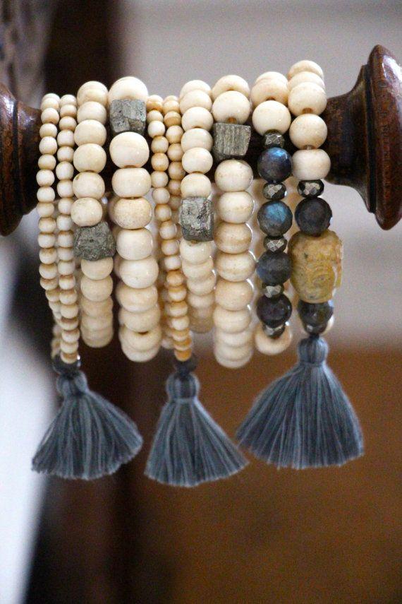 Labradorite et Pyrite sur OS blanc perles par HappyGoLuckyJewels                                                                                                                                                     Plus