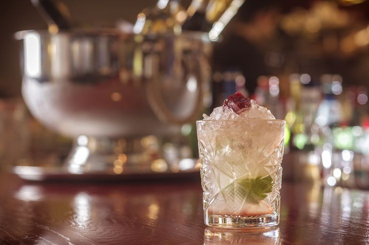 Όσον αφορά στα cocktail που σερβίρουμε στο Pasaji οι επιλογές σας είναι πολλές! Ο διάσημος mixologist John Samaras έχει ετοιμάσει για εσάς φανταστικούς συνδυασμούς, δροσερά και γευστικά cocktail που θα σας ξετρελάνουν.  #Pasaji #PasajiAthens #CityLink #Athens #Food #AthensFood #Restaurant #AthensRestaurant #FoodInAthens #RestaurantInAthens #LunchBreak #Athens #JohnSamaras #SignatureCocktails #Cocktails