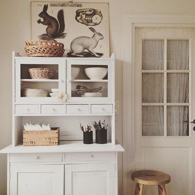 Vintagecupboard. Vintageposter. White home. Johanna Sandberg Home.