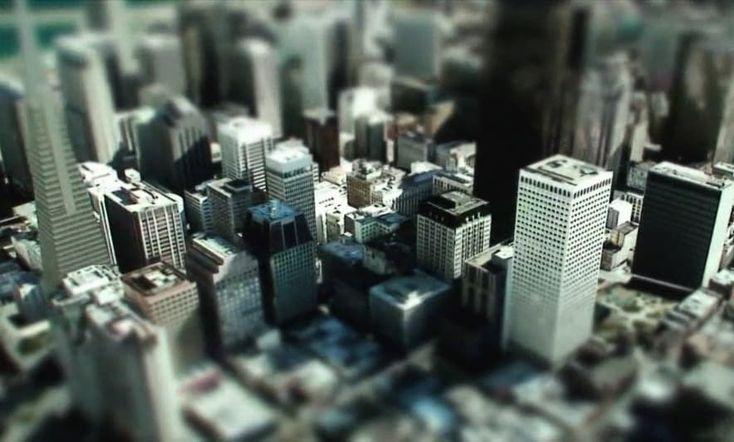 Maqueta de San Francisco realizada a partir de datos de Google Earth Este vídeo es un excelente trabajo que tiene como protagonista una famosa ciudad. Se hizo aprovechando toda la información de edificios 3D y topografía que aporta Google Earth. Además se añadió un truco (tilt shift) para dar la sensación de haberse grabado sobre una maqueta de San Francisco.  Este impresionante resultado se consigue distorsionando el foco de las imágenes. Se hace simulando la profundidad de campo que