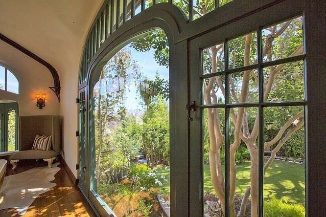 Of Course Sia Bought This Strange and Amazing AF Leicht House in Los Feliz - Curbed LAclockmenumore-arrow :