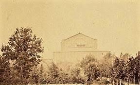 Le théâtre de Richard Wagner à Bayreuth en 1887, une photographie de Hugues Krafft
