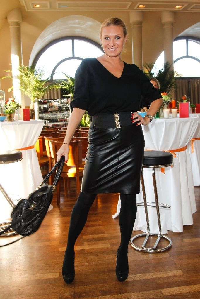 529 besten celebrity ladys in leather bilder auf pinterest damen leder und fotodesign. Black Bedroom Furniture Sets. Home Design Ideas
