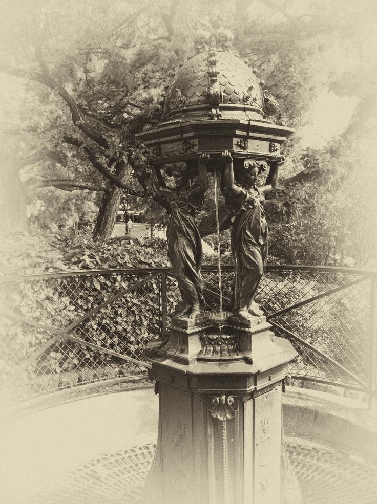 Fontaine Wallace à Paris Sacré-Coeur