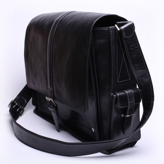"""Modna i wygodna- torba w stylu """"listonoszka"""" do noszenie na długim pasku, na lub przez ramię. Torba, jak wszystkie nasze torby, jest wykonana ze skóry naturalnej. Torba może być noszona zarówno..."""