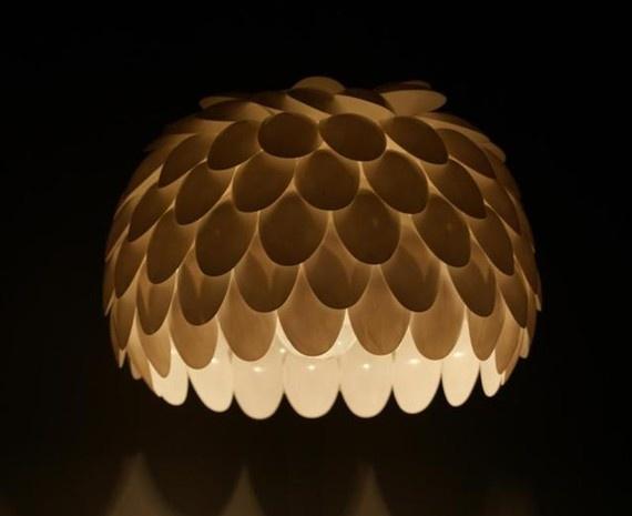 93 best con cucharas de plastico images on pinterest for Plastic spoon lamp video