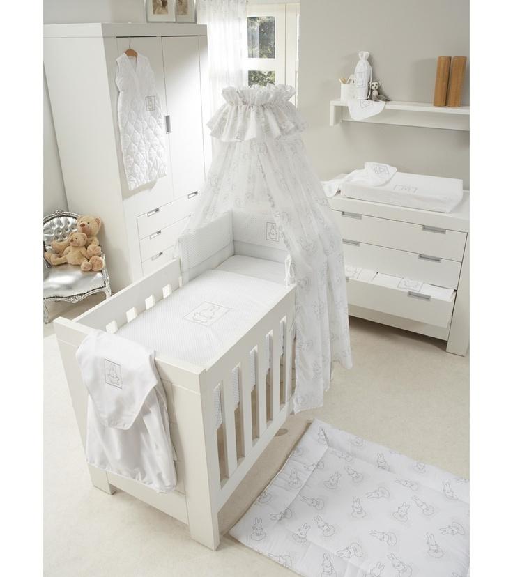 https://i.pinimg.com/736x/7e/b6/c2/7eb6c25e9dffcd607fad4e5a1e222ed9--baby-bedroom-baby-rooms.jpg