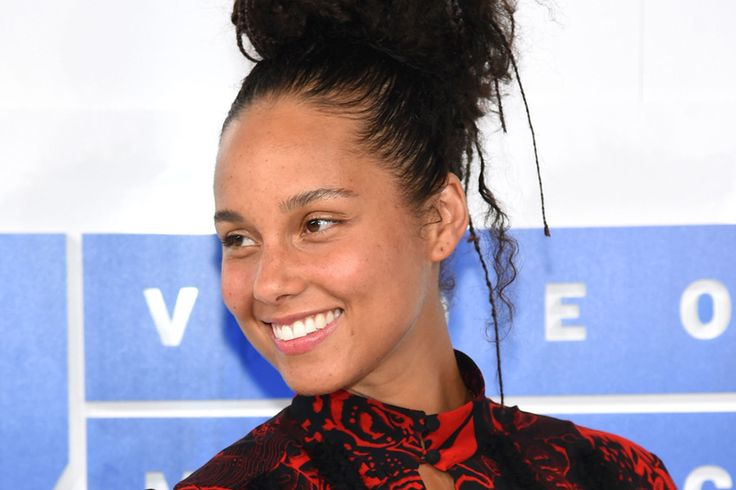 Here's What Alicia Keys Cut From Her Diet to Clear Her Skin