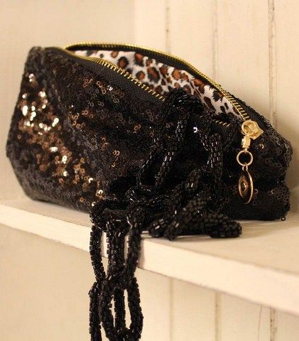 Glitter lir til bryllupsoutfittet på lørdag! http://www.tankestrejf.dk/paliet-clutch.html og http://www.tankestrejf.dk/star-necklace.html