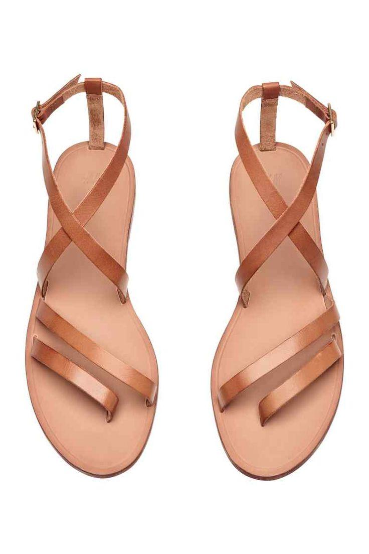 les 25 meilleures idées de la catégorie sandales de cuir marron