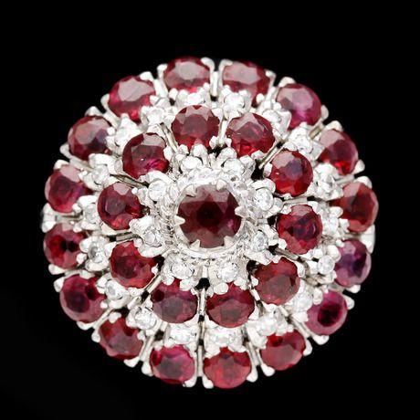 RING, toppig med rubiner och åttkantslipade diamanter, tot. ca 0.25 ct.  18k vitguld. St 16.5/52.