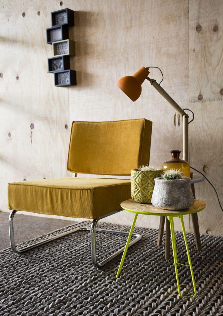 Fauteuil Ridge Rib Lounge van Zuiver is de perfecte luie stoel waar je heerlijk onderuit kunt zakken. Verkrijgbaar bij eLiving in verschillende kleuren!