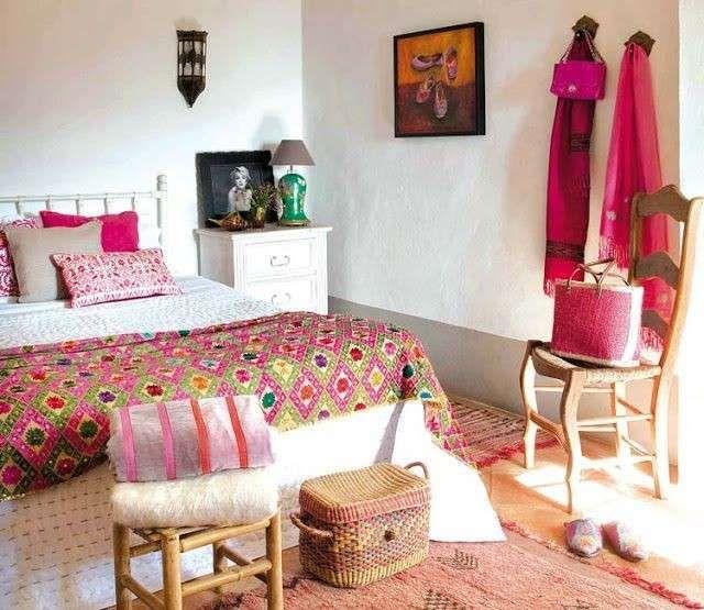 Colorida decoración de un dormitorio de casas rurales - Fuente: Pinterest