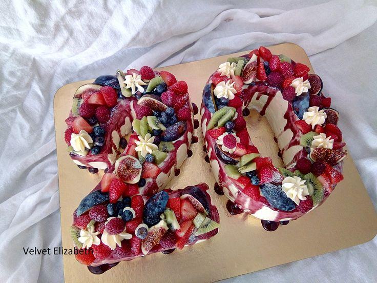 Sladkých 20 rokov sa oslavovalo......citronový korpus + šľahačkovo - pudingovo - mascarpone krém a veľa sladkého ovocia.....Sweet 20 years was celebrated ...... lemon corpus + whipped cream - pudding - mascarpone cream and a lot of sweet fruit .....