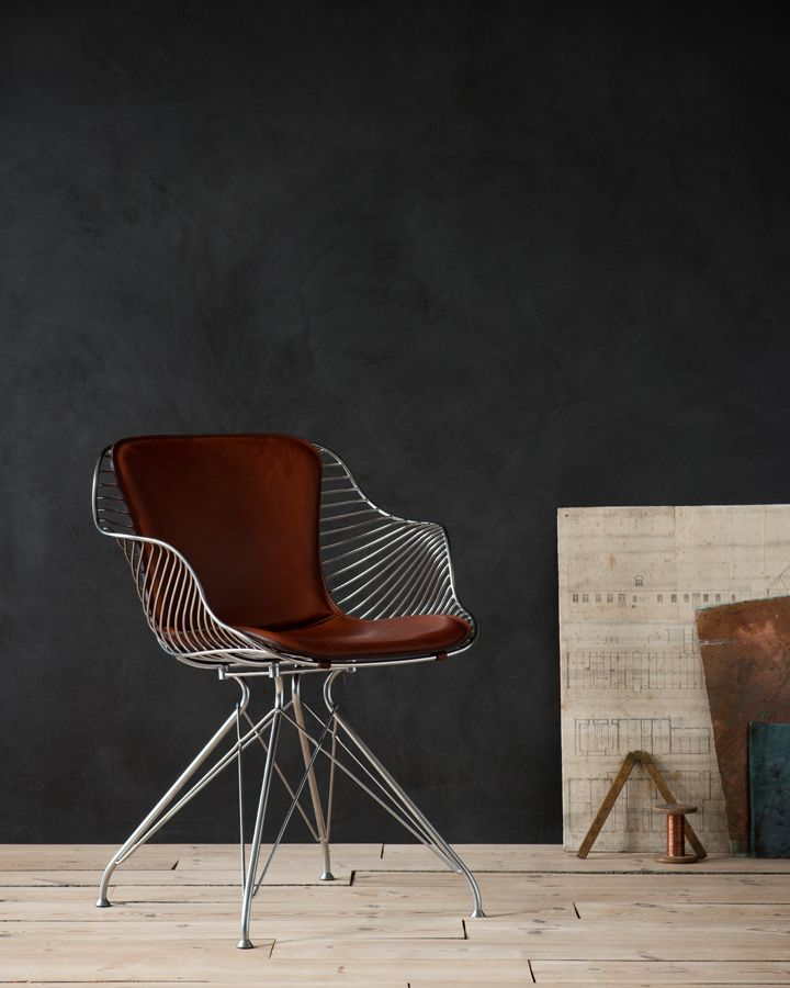 Satin chrome finish / Yellowstone cognac leather
