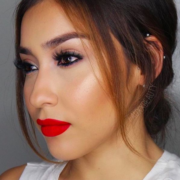 The lovely Cely Ledesma from Fauxxbeauty looks bronzed and beautiful in our Bahama Mama Bronzer!