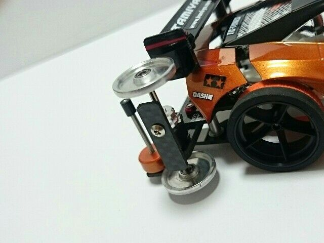 ホビーゾーン久御山でのコンデレに参加のため「リファイン」として作り直しました。 (。-∀-)  ☆変更点 ○プレート類をフルカーボンに。 ○フロントを19mmのAAに変更。ピンで初スタビ制作。スタビ部分は低摩擦の軸受け(オレンジ)を使用しました。 ○リアにカーボンの端材でローラーガードを制作。 ○その他、部品数を減らし軽量化。ボディの立て付けの見直し、など。  今回ボディは触ってません。綺麗に拭いたぐらいですw 自身初のフルカーボン化。仕上がるとキリっとしていい感じですが加工が大変なのでまた造るとなると・・・でもいい経験になりましたw σ( ̄∇ ̄;)  重量は電池抜きで138gです。前の状態からかなり部品数減らしたんですがまだまだ重いです。  2016/8/21 ホビーゾーン久御山のコンデレに出品してきました。まだ参加者が少ないみたいなのでどーなるかわかりませんが少しでも盛り上がってくれたら嬉しいですね♪ (ノ´∀`*)  2016/8/22 900view107cool 皆さんたくさんのcoolありがとうございます! <(_ _...