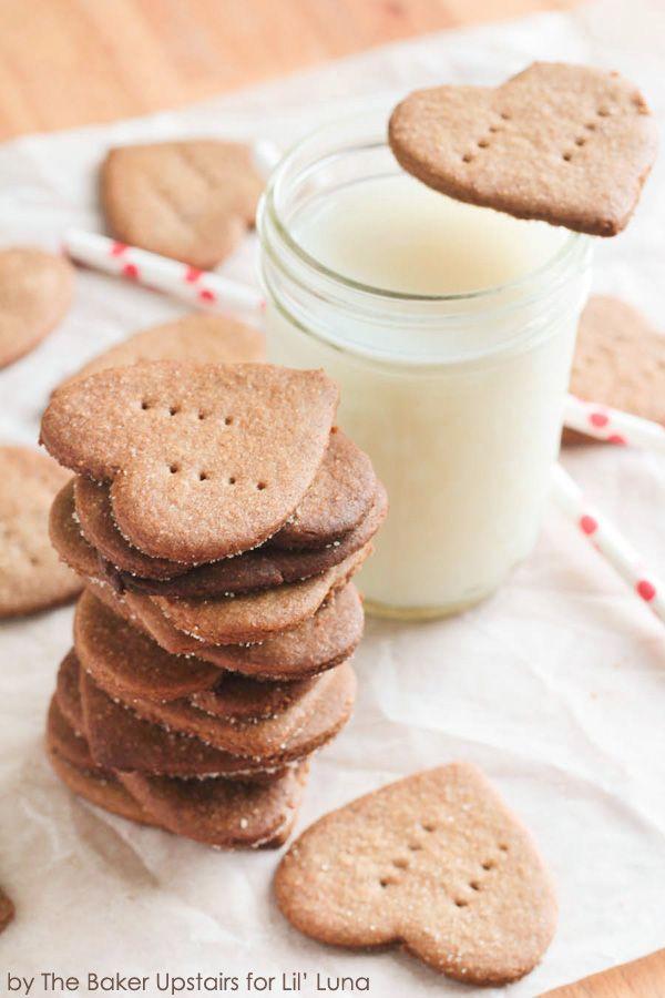 Delicious Homemade Cinnamon Graham Crackers recipe on { lilluna.com }