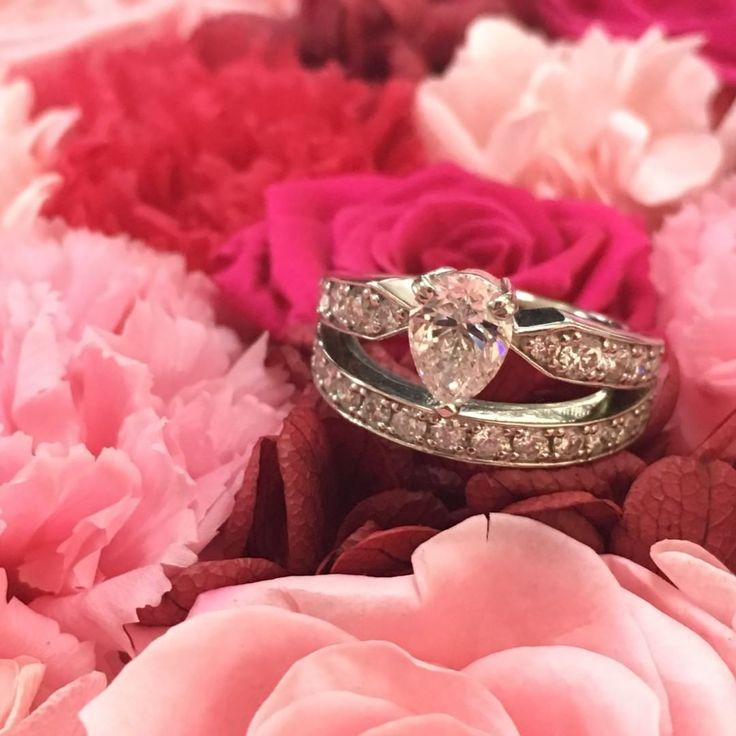 �� . ウェディングアカウント作りました���� 挙式の予定もまだまだ未定ですが、、、 わからないことだらけなので、 色々情報教えていただければと思います���� 宜しくお願い致します���� 婚約指輪はショーメのジョゼフィーヌをもとにフルオーダーで作っていただいたものです✨ . #propose #proposed #proposeday #engagementring #engagement #chaumet #josephine #tiara #diamondring #diamond #プロポーズ #婚約 #結婚 #婚約指輪 #エンゲージリング #フルオーダー #ショーメ #ジョゼフィーヌ #式場迷子 #ドレス迷子 #プレ花嫁 #関東花嫁 #プレ花嫁さんと繋がりたい #全国のプレ花嫁さんと繋がりたい http://misstagram.com/ipost/1542708642733459965/?code=BVozVZCDYn9