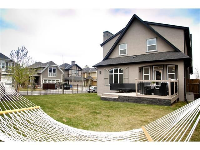 New Listing:  3 bedroom, 2.5 bathroom home offering an open concept main floor with 9ft ceilings, modern kitchen and a gas range, stainless steel appliances, quartz counter tops and custom backsplash. Out back you'll enjoy a beautiful south facing deck, BBQ gas hookup, a tone of green space and underground sprinkler system.
