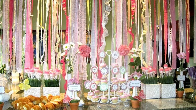 I love the backdrop of crepe paper & ribbons: Shower Ideas, Crepes Paper, Gardens Window, Parties Ideas, Paper Ribbon, Gardens Parties, Girls Baby Shower, Crepe Paper, Baby Shower