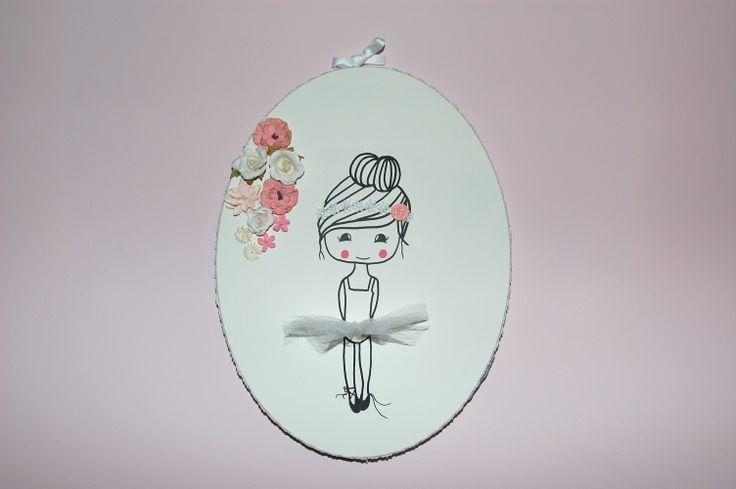 Ovaal (40x30) pronkstuk voor de baby of kinderkamer. Licht roze accenten en kant verwerkte details. Met echt tule rokje! Ook leuk als geboorte schilderijtje.