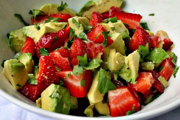 * Salsa à l'avocat et à la fraise ; Temps de préparation : 10 min ; Ingrédients :2 t. fraises, 1 avocat, 1 c.s vinaigre, 2 c.s oignon vert, 2 c.s coriandre, 1 c.s d'huile d'olive, 1/4 c.c piment rouge broyé, 1/4 c.c sel, 1 gousse d'ail