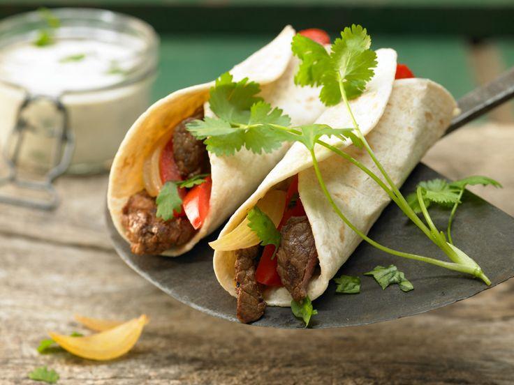 Gefüllte Tortillafladen mit Rindfleisch und Paprikastreifen - smarter - Kalorien: 570 Kcal - Zeit: 45 Min. | eatsmarter.de