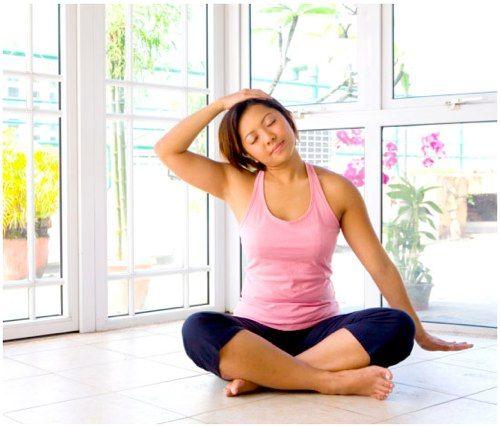 Упражнения, которые помогут избавиться от боли в шее и плечах