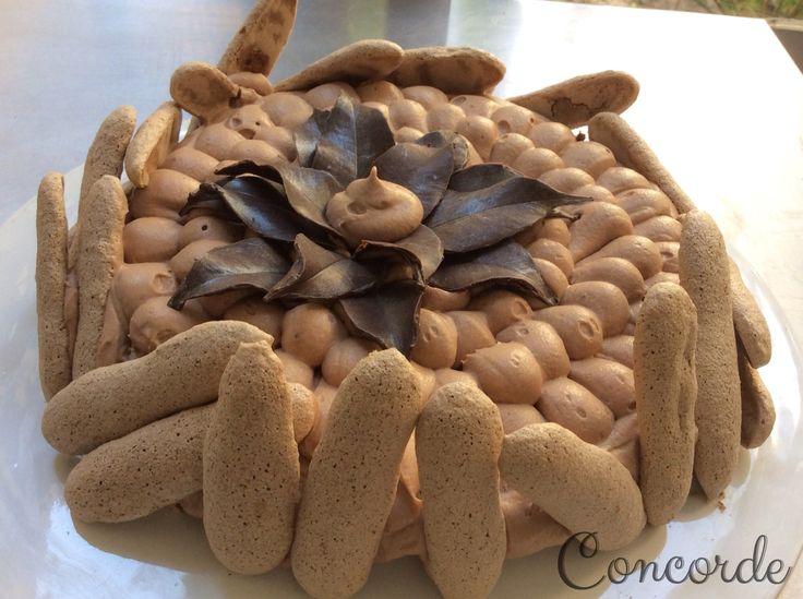 Concorde: merengue de cacao y mousse de chocolate... Repostería